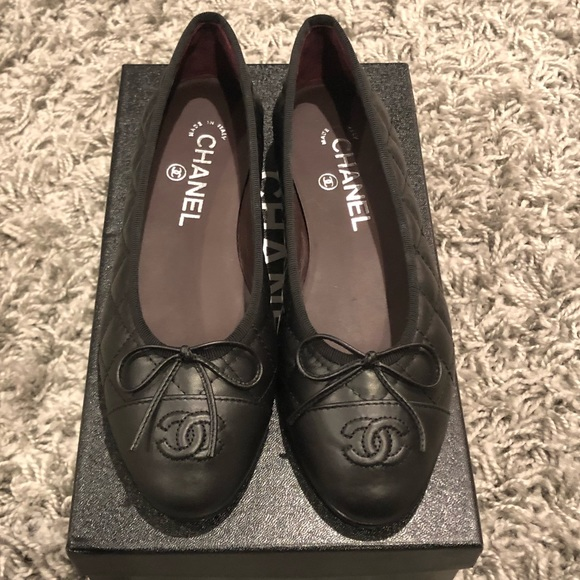CHANEL Shoes - NWT! CHANEL Black ballerina Flat Size 6